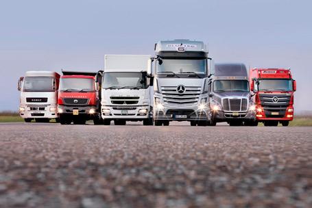 Daimler crece en camiones, buses a la baja