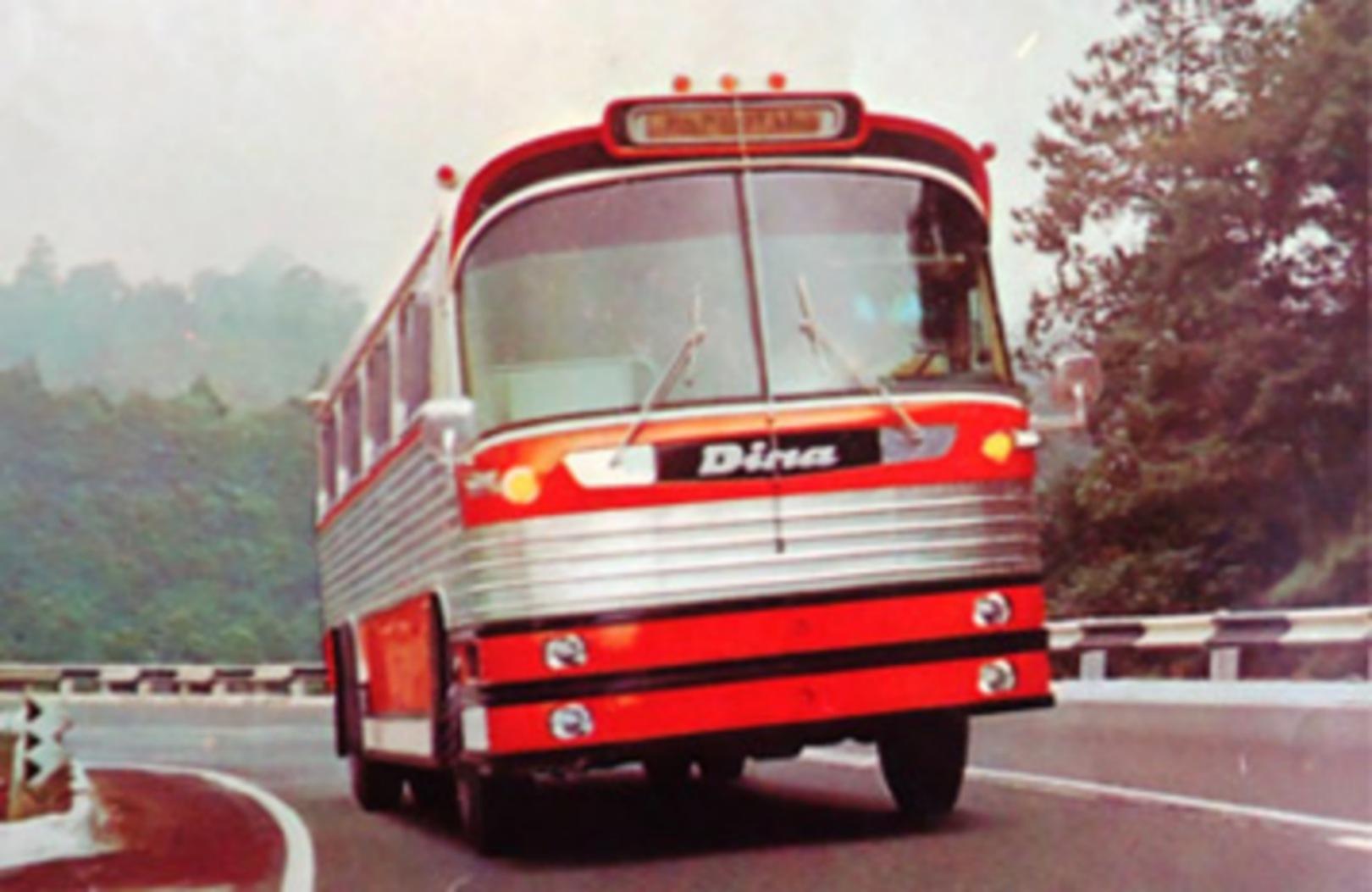 DINA 70 años autobuses